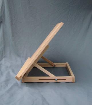 optymalne wymiary podstawy gwarantują stabilność sztalugi stołowej